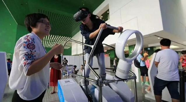 水晶石研发VR滑雪模拟器亮相全国科普日北京主场